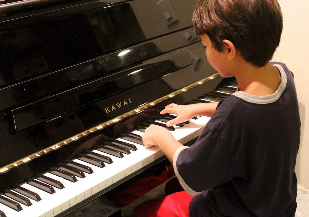 ซ้อมเปียโน
